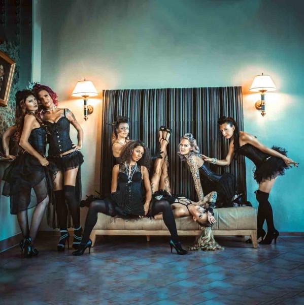 v_27177_01_Burlesque_Revue_der_Crazy_Chicks_01_2020_Kloßtheater_1.jpg