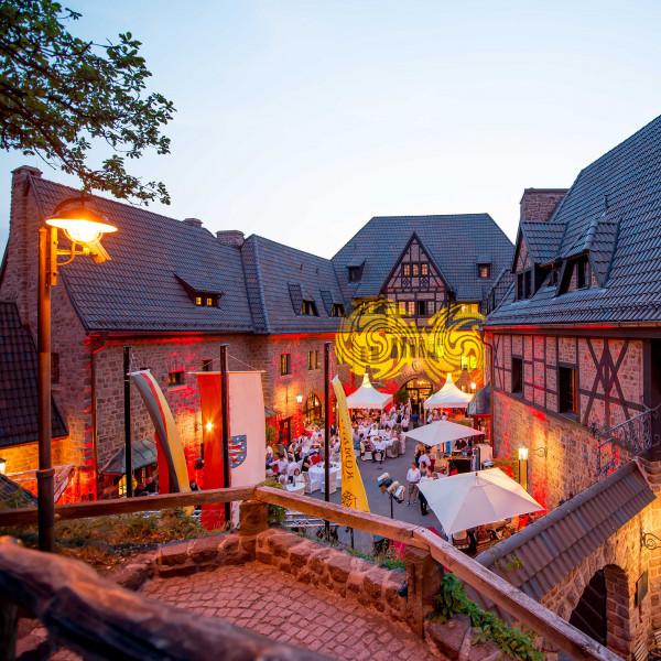 v_26989_01_Sommervergnuegen_Ballnacht_2020_Romantik_Hotel.jpg