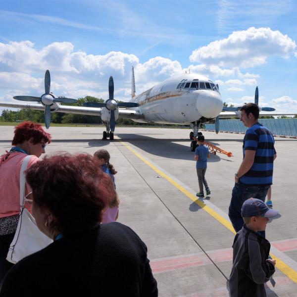 v_27436_01_Sonntags_Tour_01_2020_Flughafen.jpg
