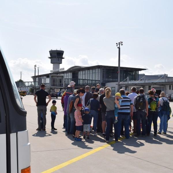 v_26270_02_Ferien_Tour_02_2020_Flughafen.jpg