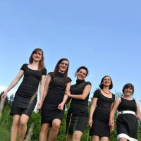 Vokalensemble Gallina mit Akkordeonistin Neza Torkar