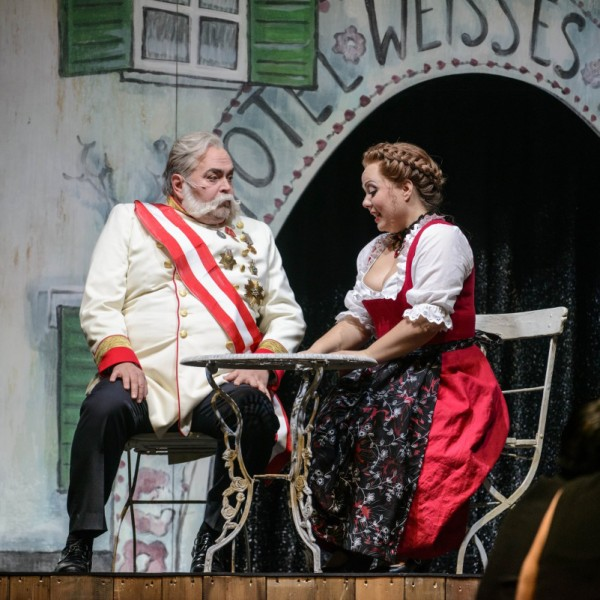 v_24643_01_Im_weissen_Roessl_2019_1_Theater_Erfurt_Lutz_Edelhoff.jpg